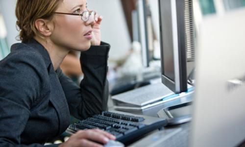 Η πολύωρη χρήση των υπολογιστών βλάπτει την υγεία του ανθρώπου